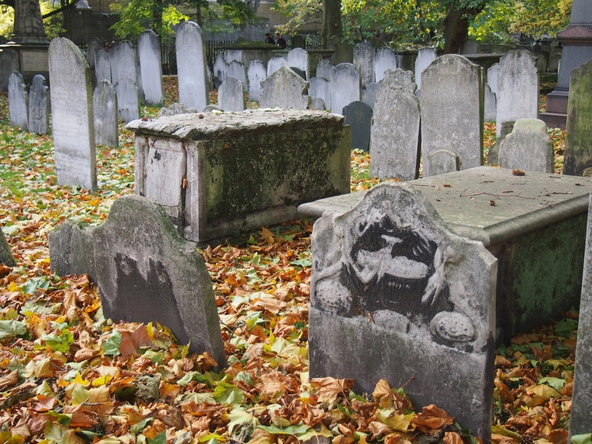 The Hill of Bones: the story of Bunhill Fields