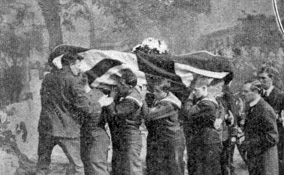 The funeral of Reginald Warneford VC at Brompton Cemetery (image from Wikimedia Commons)