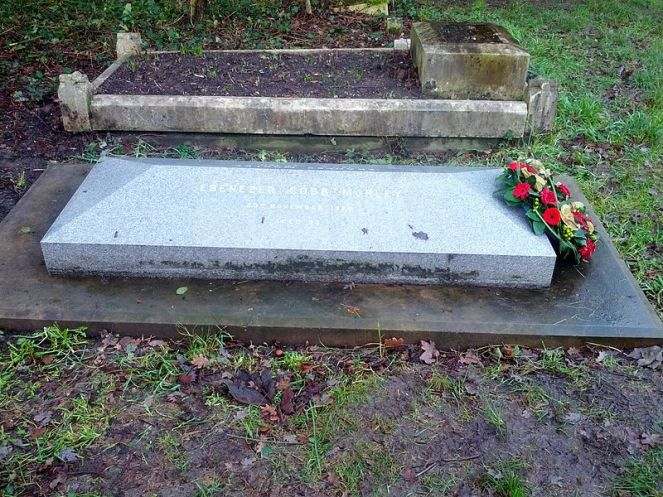 The grave of Ebenezer Cobb Morley, with a wreath laid in commemoration of the FA's 150th anniversary in 2013 (image by Justin Cormack on Wikimedia Commons)