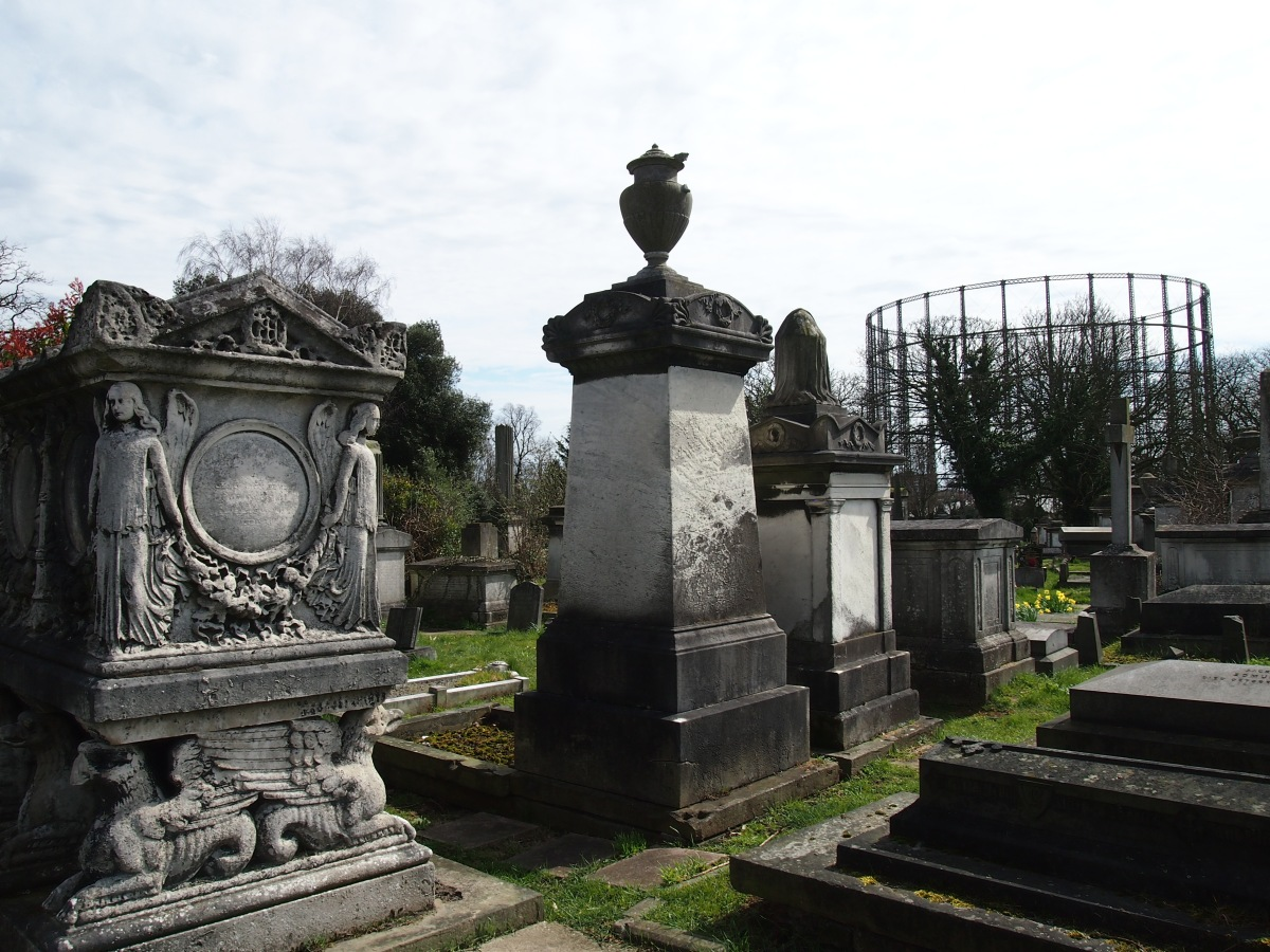 A taste for the dramatic: the grand monuments of Kensal Green