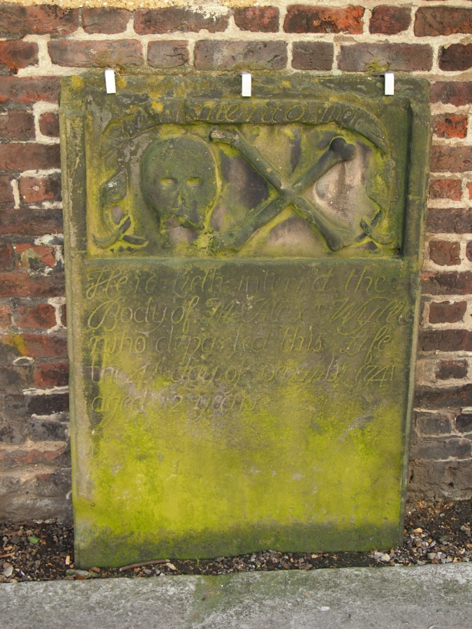 "Skull and crossbones ""Memento Mori"" grave dating from 1741 in St George's Gardens"