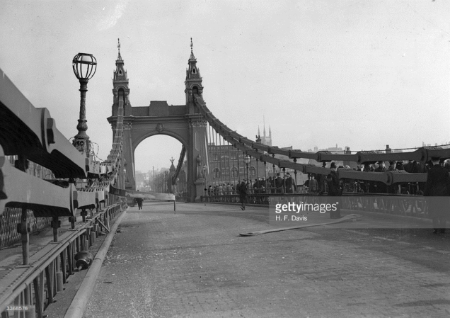 Hammersmith Bridge after the IRA attack in 1939, with damage to the structure visible. (Image © Getty Images)