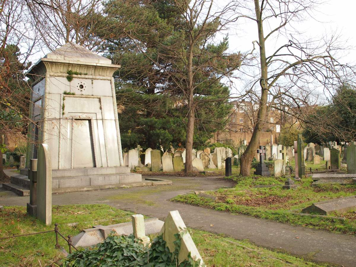 Soldiers, adventurers and rumours of a time machine: tales from Brompton Cemetery