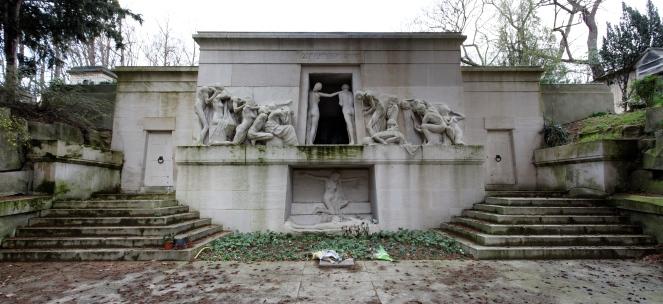 Monument aux Morts (image via Wikimedia Commons)
