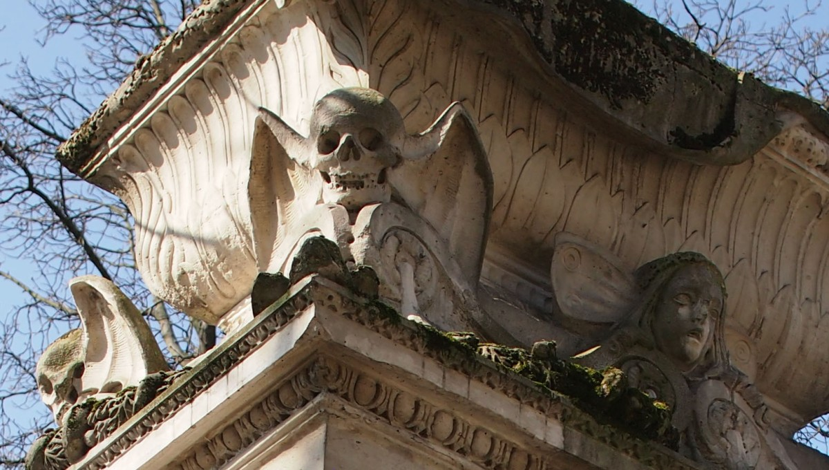 Winged skulls and hot air balloons: the grave of Étienne-Gaspard Robert, pioneer of phantasmagoria